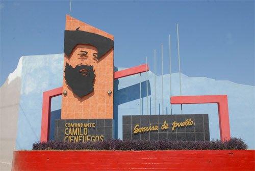 Para Camilo Cienfuegos, fue diseñado por el artista guantanamero Víctor Enrique Sánchez un monumento en el inicio de la Avenida con el nombre del héroe.